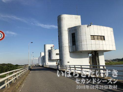 新・岡堰〔茨城県取手市岡〕<br>岡堰は過去に3度、作り変えられました。