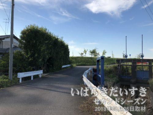 茨城百景岡堰は昔、角田屋酒店のところにありました。