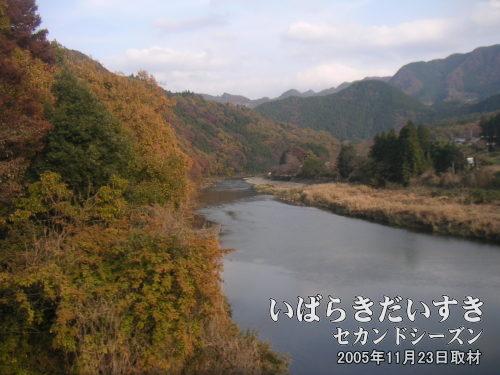 鰐ヶ淵<bt>水郡線を下り、上小川駅から袋田駅に向かう車窓右手に見えます。