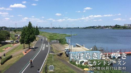 手賀大橋から手賀沼を眺める