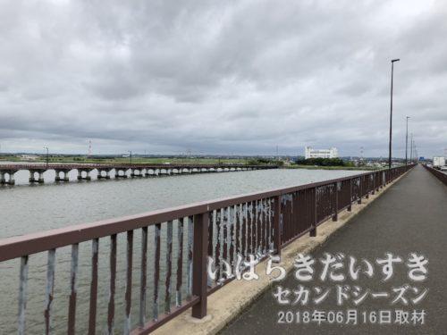 茨城百景 包括風景 神宮橋<br>この橋は「新神宮橋」。向こうの橋が「神宮橋」