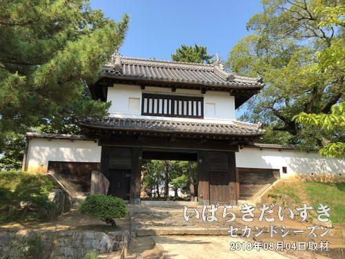 土浦城 太鼓櫓門(たいこやぐらもん)<br>現存する櫓門としては、関東地方唯一の物です。