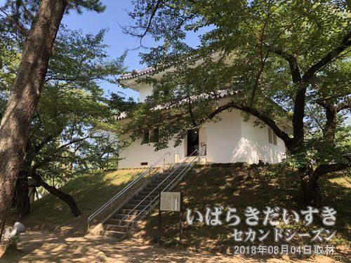 土浦城東櫓(つちうらじょうひがしやぐら)<br>土浦市立博物館の付属展示館としても機能しています。