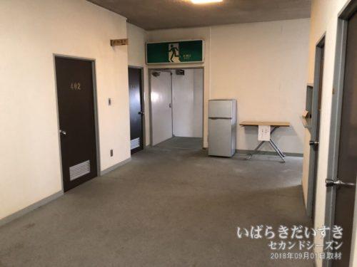 ホテルがんけの廊下。