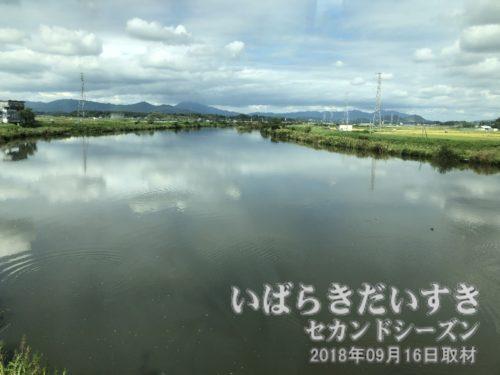 常磐線で恋瀬川を渡ると、高浜駅。