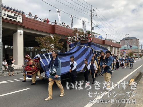 小川道町の幌獅子がやってくる。