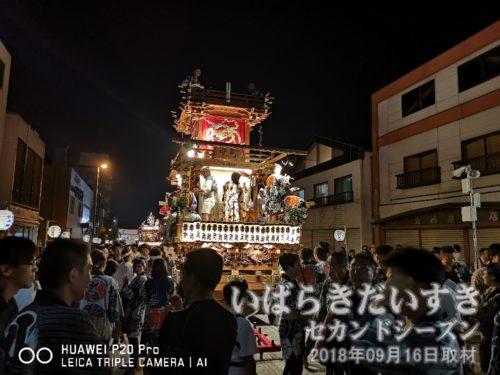 中町の山車。人形は日本武尊(写真は不在)。