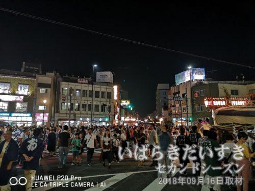 石岡駅前は、獅子舞の競演でカオス状態。