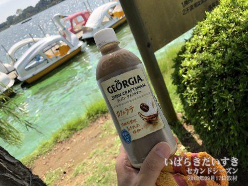 ジョージアの水出しカフェラテが美味しい。