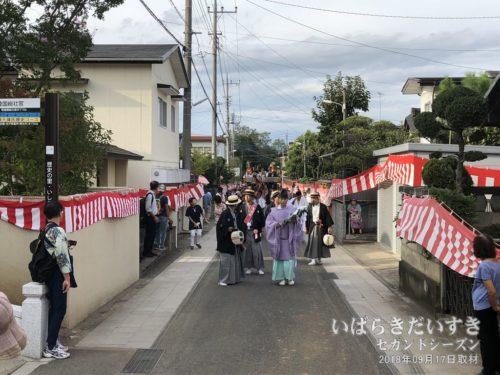 供奉行列は、総社宮入口へ。