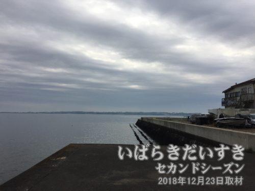茨城百景 包括風景 大山弁天の鼻<br>湖岸は整備され、かつての「大山弁天の鼻」としての景色は遠くなっています。
