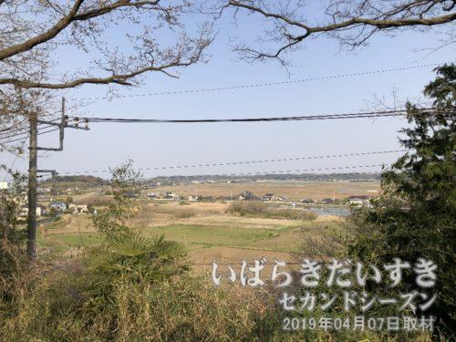 茨城百景 江戸崎の景観<br>吹上地区にある、茨城百景碑の場所から、江戸崎を見下ろす。干拓事業により、かつての江戸崎とは風景が異なります。
