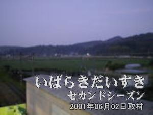 【高架橋から撮影 その3】<br>広がる田んぼからは、かえるの鳴き声が聞こえてきます。