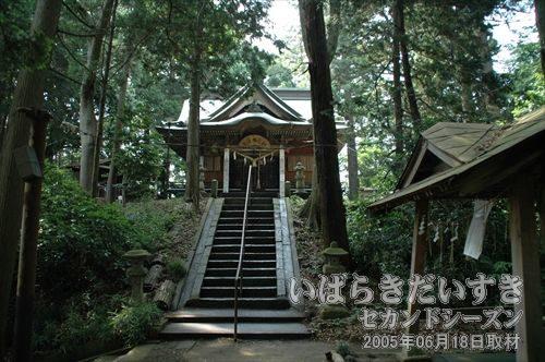 愛宕神社<br>愛宕山古墳の中にあります。常陸國国府から勧請(かんじょう)された社です。