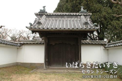 孔子廟(こうしびょう)<br>孔子の教え(教義)を守らせるために作られた廟。昭和20年の戦災により消失し、昭和45年に再建。