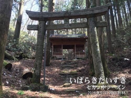 黒前神社(くろさきじんじゃ)<br>「茨城」の地名の由来となった、黒前命を祭神とした神社です。