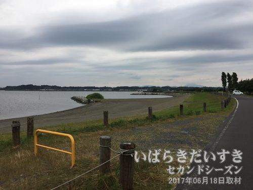 桃浦水泳場 と思われる場所<br>昭和20年代頃までは、霞ヶ浦桃浦水泳場として観光客で賑わいました。