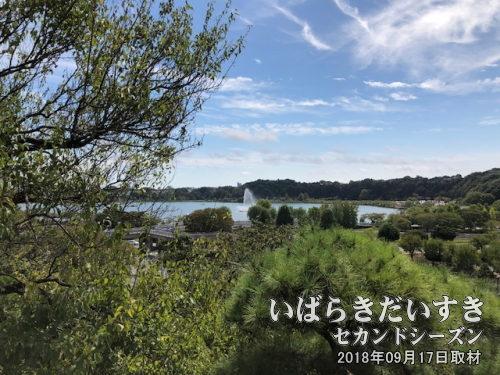 水戸 偕楽園から眺む、千波湖<br>偕楽園は高台にあり、千波湖を見下ろすように眺める事ができます。