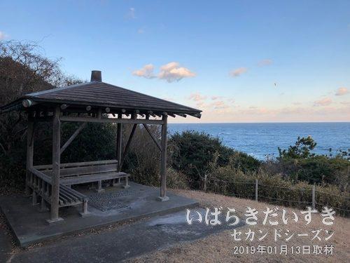観濤所(かんとうじょ)から平磯海岸を眺める