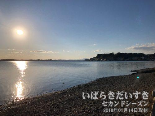 水戸八景 広浦秋月(ひろうらのしゅうげつ)涸沼越しに見える、筑波山の姿が美しい。