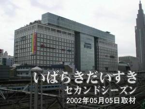 新宿タカシマヤタイムズスクエア<br>確かJRの土地(引込線)だったのを入札し、建てられたと記憶しています。