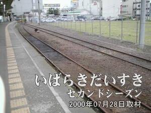 土浦駅1番線を水戸方面から上野方面に眺める。