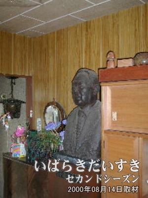 岩波健一の銅像。<br>この件に関しましては、質問をお受けできません・・・(多分)。