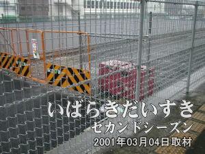 1番線のレールは土浦駅の改札方面は埋め立てられていますが、水戸寄りは一部、レールが露出している部分があります。