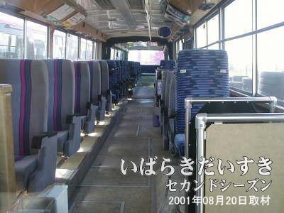 連節バスの車内
