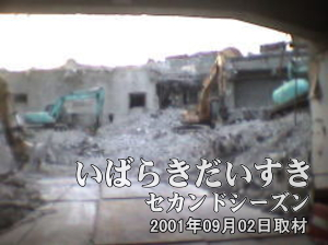 イトーヨーカドー 旧・土浦店の内部真ん中写真。2階より上階はすでに解体が終わっています。
