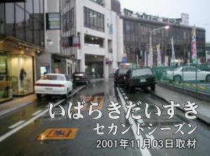 イトーヨーカドー旧・土浦店を沿うように歩き、敷地跡の真ん中あたりで振り返ります。