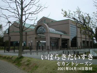 【牛久中央図書館】