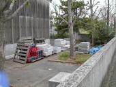 裏口の資材置き場辺りを撮影