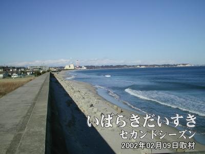 【勿来海岸】<br>夏場は海水浴者でにぎわうのでしょうが、今は冬。誰もいません。
