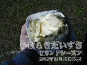 【じゃがバター】<br>ふかしたジャガイモに、バターとマヨネーズをつけて食べます。