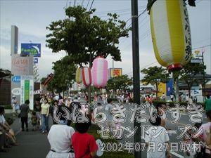 【祭り中心部】<br>中心部に向かうにつれ、だんだんと見学者が多くなってきます。出店も多くなってきました。