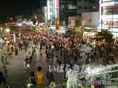 【土浦駅前 目抜き通りが賑わっています】<br>すごいすごい、土浦駅前がこんなに賑わっているなんて♪