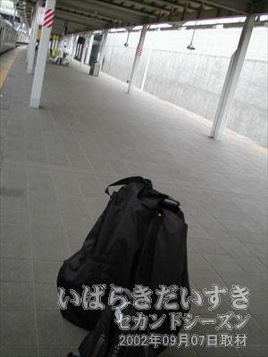 【輪行袋に入れられた折りたたみ自転車】<br>ひたち野うしく駅に到着。ここから自転車が本領発揮です♪。
