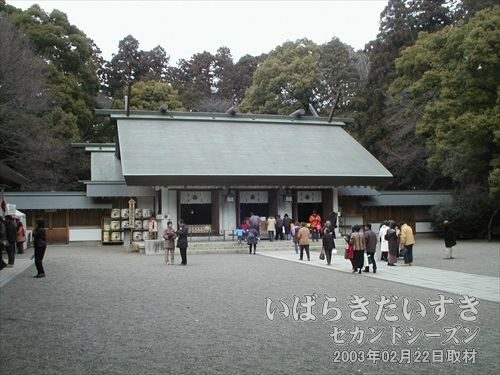 常磐神社 拝殿<br>参拝する人はそれほど多くないようです。