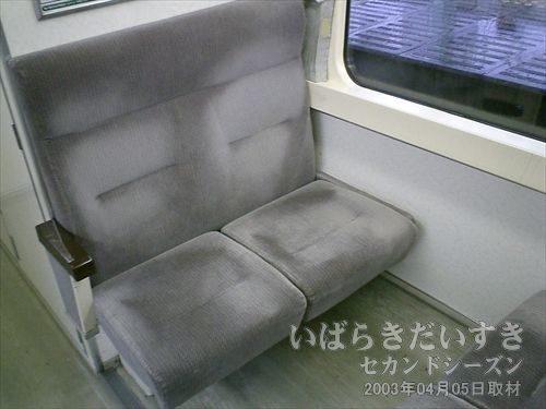 415系_座席シート<br>4人掛けのボックスシートです。