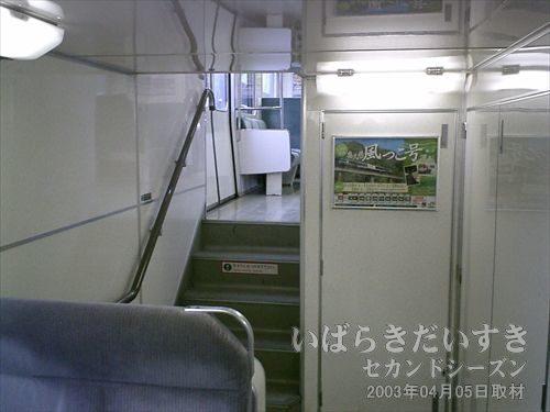 常磐線415系<br>2階席は適度に埋まっていたので、1階席に下ります。