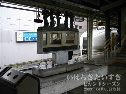1,2番線ホームに洗面台がある<br>いわき駅ホームには、なぜか立派な古めかしい洗面台があります?