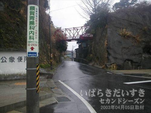警察署脇の旧国道6号線<br>旧6号を進むも、常磐線旧トンネルはいっこうに発見できず。。。