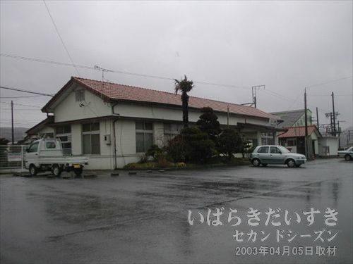 常磐線 久ノ浜駅<br>すでに福の中までびしょびしょで、ゆっくり駅舎を撮影する気力がありません。。。