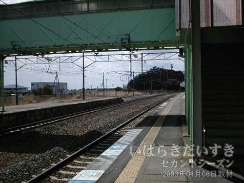 あちらからやってきました<br>常磐線富岡駅ホーム。あちらがいわき駅方面です。