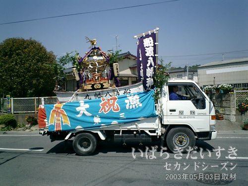09:58 神輿を運ぶトラック<br>GPSを頼りに住宅地に入っていきます。今日はこどもの日のお祭りなのでしょうか。