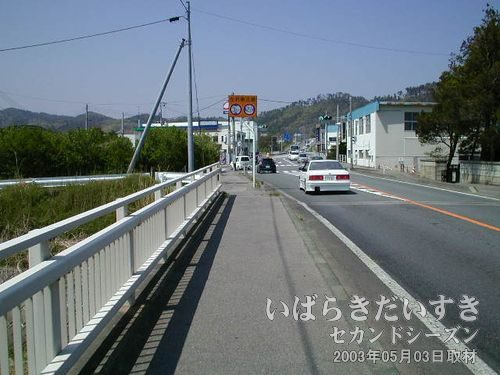 県道395号を北上中<br>左手に原見坂トンネルが見えてくるはずです。