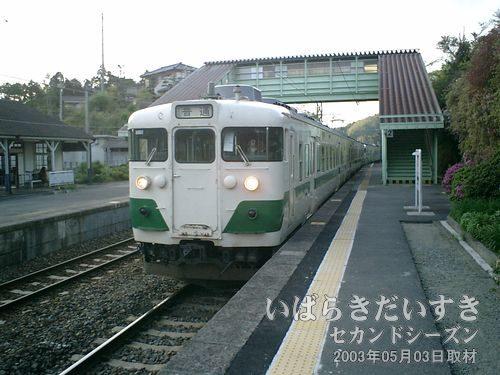 いわき駅行き電車が来る<br>いわき駅に戻る為の電車が来ました。いわき以北の常磐線のカラーは緑色。