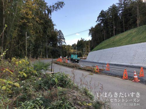 林道、参道だった道が拡張され、開発されていく。