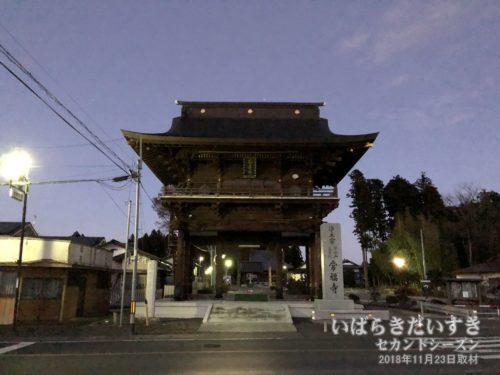 常福寺 楼門。